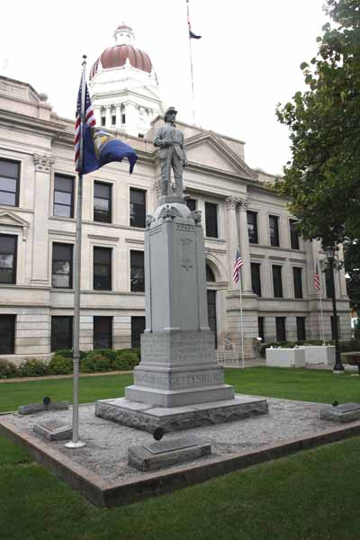 statue.Courthouse